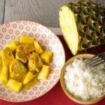 Kippenblokjes met curry en ananas