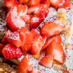 Verloren brood met aardbeien
