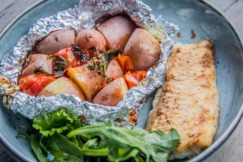 Gebakken schelvishaasje met een pakketje uit de oven