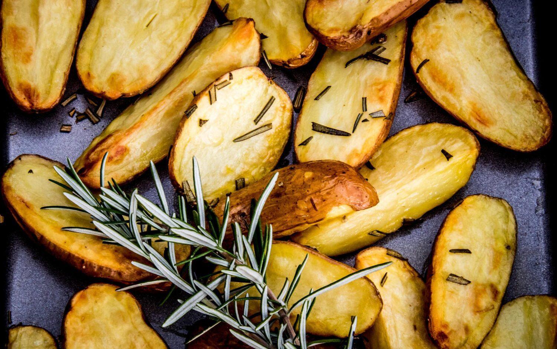 Oven gebakken aardappelen met rozemarijn