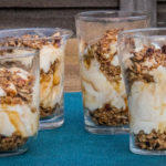 Cheesecake dessert met pecannoten en zoute karamel