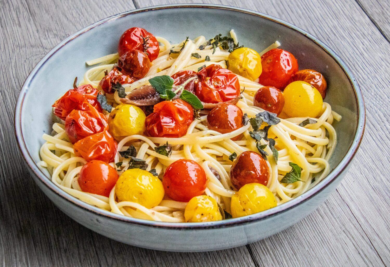 Pasta met gekonfijte tomaatjes en ansjovis