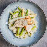 Risotto met witte en groene asperges en hoevekip