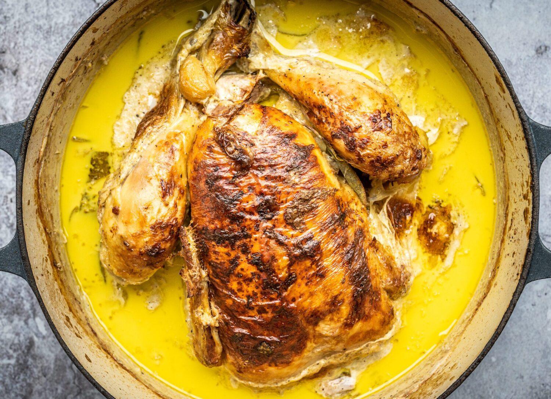 Zalige kip in melk met citroen en look