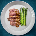 Lamssteak met mosterdsaus