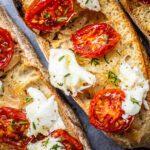 Bruschetta met gekonfijte knoflook en geroosterde tomaatjes