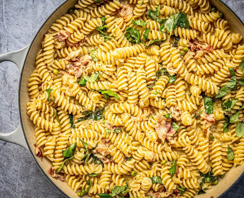 Romige eenpanspasta met erwtjes en pancetta